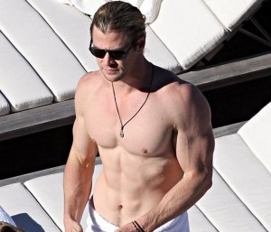 chris_hemsworth_abs