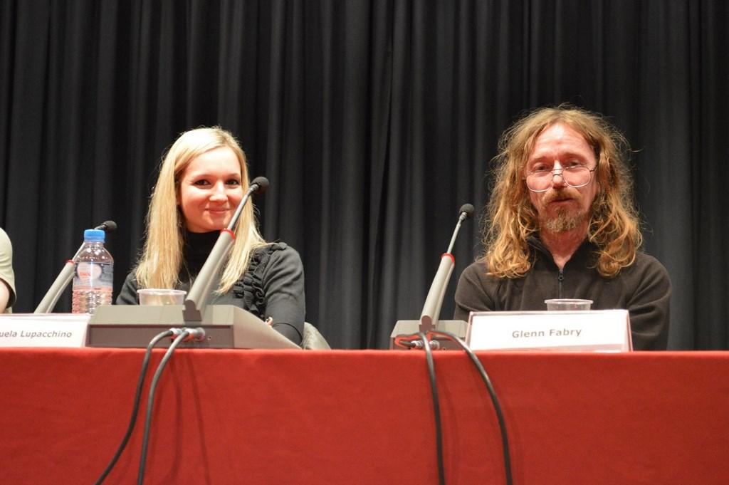 Στο πιο mainstream signing event του φετινού Con, η Emanuela Lupacchino, ο Glen Fabry...