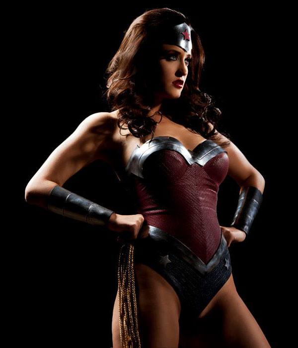 Kimberly-Kane-as-Wonder-Woman-in-Wonder-Woman-XXX-An-Axel-Braun-Parody-2013-Movie-Image-2