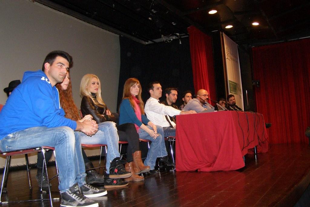 Πριν από δύο χρόνια, όταν η ταινία ήταν ακόμη στα σκαριά, οι συντελεστές της μίλησαν στο κοινό του Comicdom Con Athens, για την προσπάθειά τους να κάνουν το όνειρό τους πραγματικότητα. Φέτος, μετά την πρώτη δωρεάν προβολή του ΑΔΑΜΑΣΤΟΣ: ΤΑ ΧΡΟΝΙΚΑ ΤΟΥ ΔΡΑΚΟΦΟΙΝΙΚΑ στο CCA2014, οι συντελεστές της ταινίας  επέστρεψαν στο φεστιβάλ και μίλησαν για τη σημαντική επιτυχία και την αναγνώρισή της.