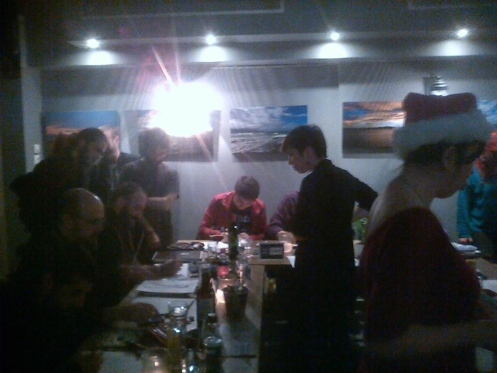 Πέρασε πολύς κόσμος από το Γκρι Καφέ και όλοι μιλησαν, γνωρίστηκαν και διασκέδασαν με τους καλλιτέχνες μας.